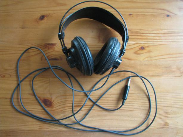 akg k240 df studio monitor headphones w 1 4 jack esquimalt view royal victoria. Black Bedroom Furniture Sets. Home Design Ideas