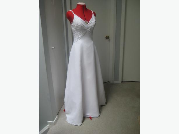 Beautiful white wedding dress -venus size 6