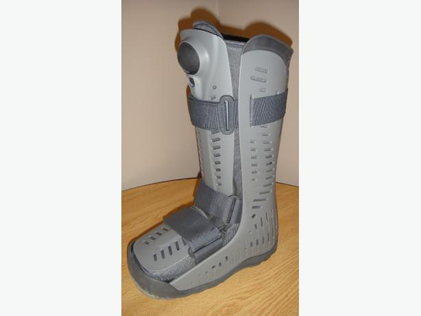 air cast air boot size medium right foot boot
