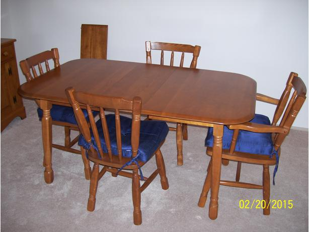 hardwood dining room table with 2 leaves 4 chairs cushions and hutch