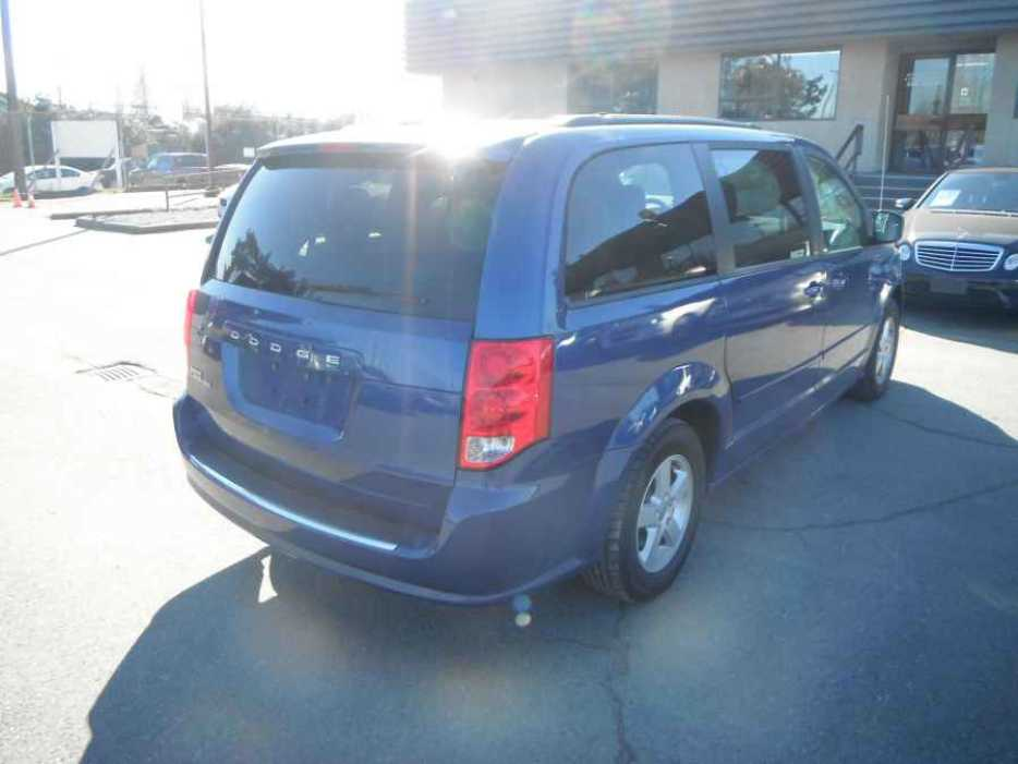 2011 dodge grand caravan se outside comox valley. Black Bedroom Furniture Sets. Home Design Ideas