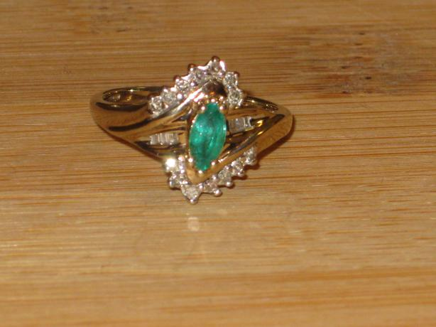 price reduced 10k gold emerald ring size 8 25