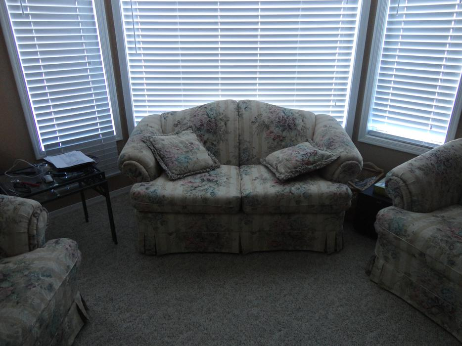 Three Piece Living Room Suite West Shore Langford Colwood