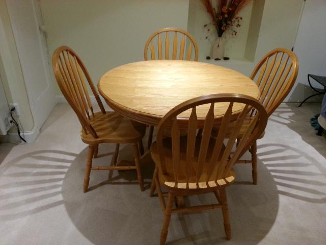 Extendable oak dining table and 4 chairs excellent  : 45209403934 from www.usedottawa.com size 640 x 480 jpeg 34kB