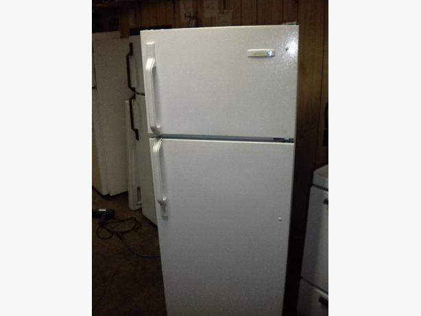 Kelvinator 12 cu ft apartment size fridge Victoria City, Victoria