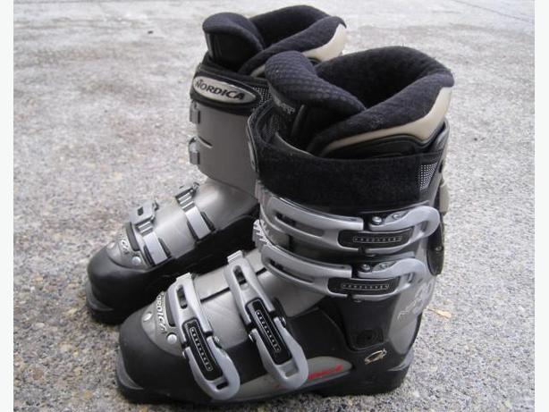 Ladies Ski Boots ~ Nordica (size 6)
