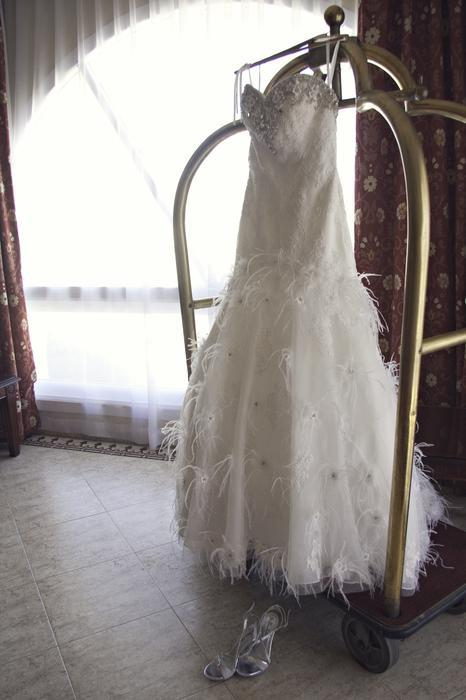 Stunning wedding dress by christina wu outside victoria for Used wedding dresses victoria bc
