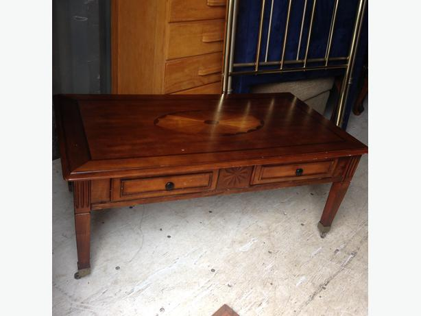 Cherry Coffee Table With Inlay Top With 2 Pull Out Drawers On Casters Central Nanaimo Nanaimo