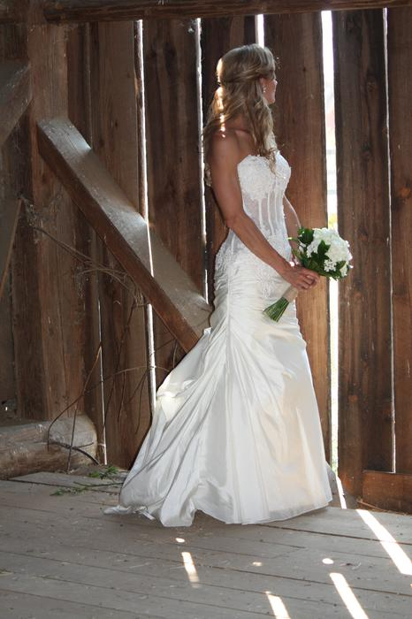 Venus wedding gown outside victoria victoria mobile for Used wedding dresses victoria bc