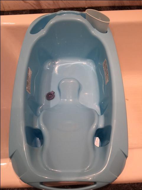 baby bath tub blue victoria city victoria. Black Bedroom Furniture Sets. Home Design Ideas