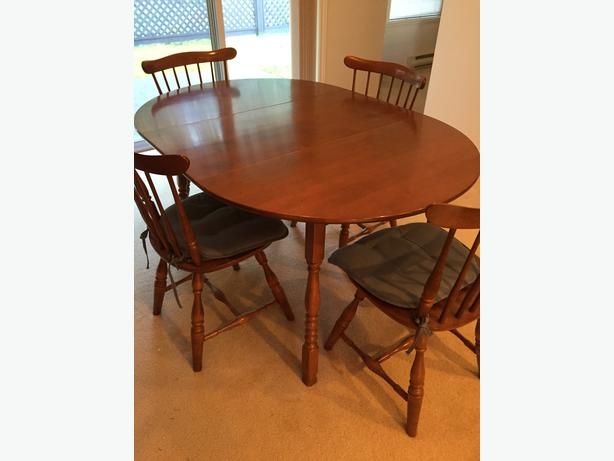 Vilas Maple Table Chairs Buffet And Hutch
