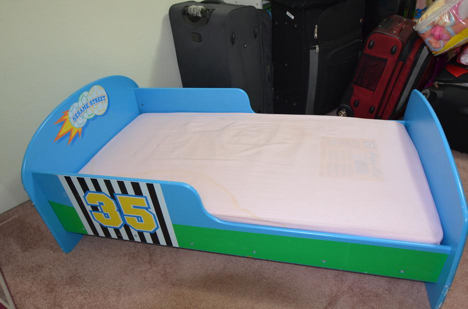 NICE ELMO TODDLER BED WOODEN WITH SEALY MATTRESS