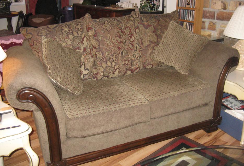Chenelle Loveseat South Nanaimo Parksville Qualicum Beach