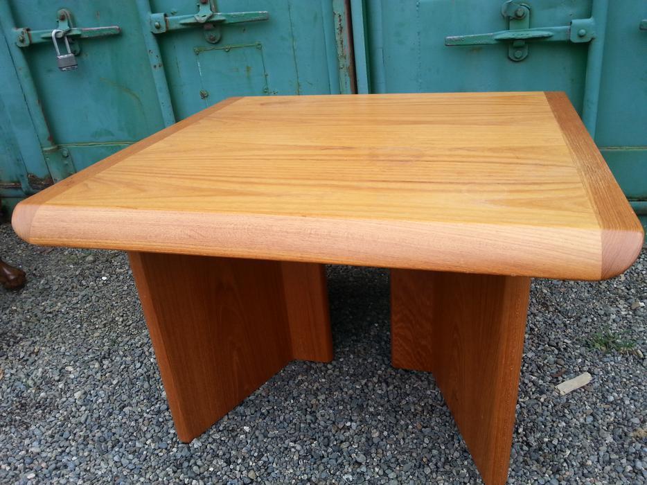 Teak coffee table central nanaimo parksville qualicum beach for Coffee tables kelowna