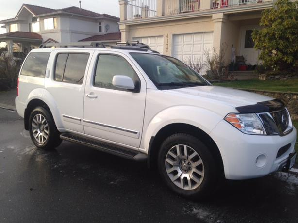 2010 nissan pathfinder le fully loaded with nav dvd and. Black Bedroom Furniture Sets. Home Design Ideas