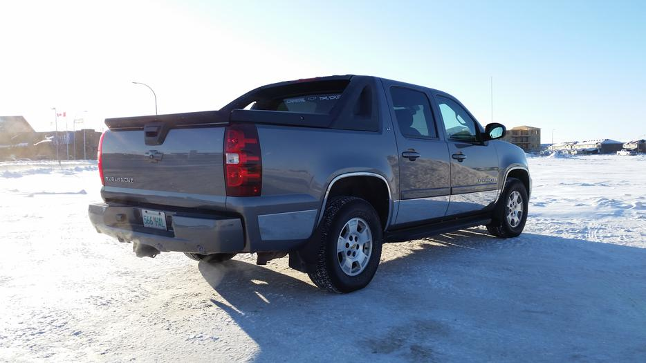 2007 chevy avalanche navigation 2 sets of wheels well maintained south regina regina mobile. Black Bedroom Furniture Sets. Home Design Ideas