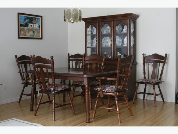 Solid Wood Shermag Dining Room Set Includes Table With 2 Leafs Captains Chairs Plus 6 And Buffet Hutch Cherry Colour