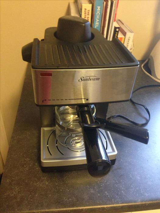 Sunbeam Coffee Maker Red : Sunbeam 4-Cup Steam Espresso Maker, barely used Saanich, Victoria