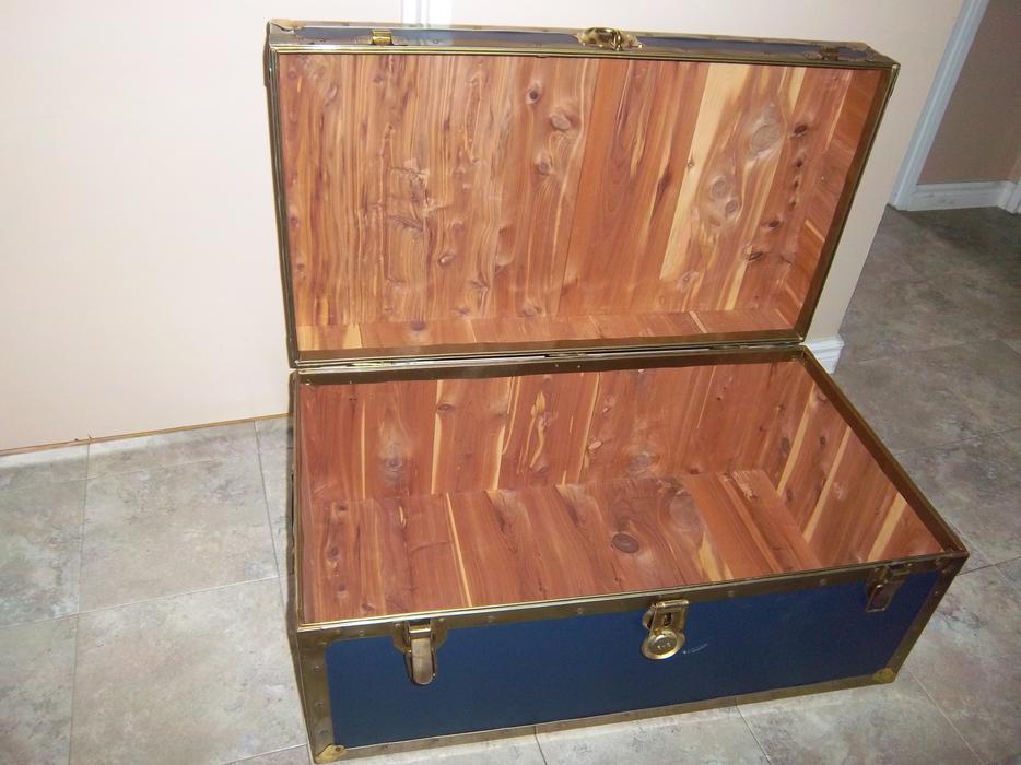 Cedar lined storage trunk reduced orleans ottawa mobile for Cedar ridge storage