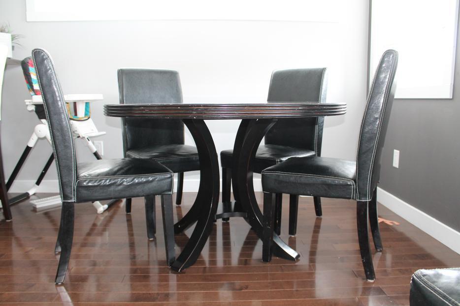 47quot Round Black dining table East Regina Regina : 45345743934 from www.usedregina.com size 934 x 622 jpeg 59kB