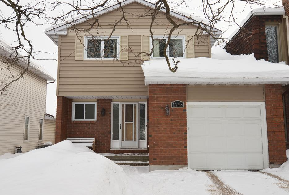 Spacious 4 bedroom semi detached orleans ottawa mobile for Garage ad orleans