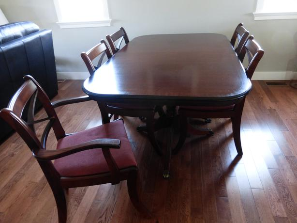 Traditional dining table with eight chairs campbell river for Traditional dining table for 8