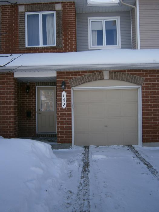 Beautiful orleans townhouse for rent minto lease take for Garage ad orleans