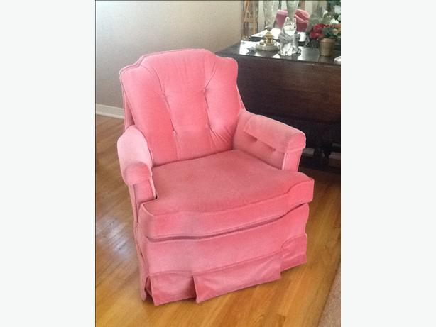 Plush small rocking chair south regina regina mobile for Small stuffed chairs