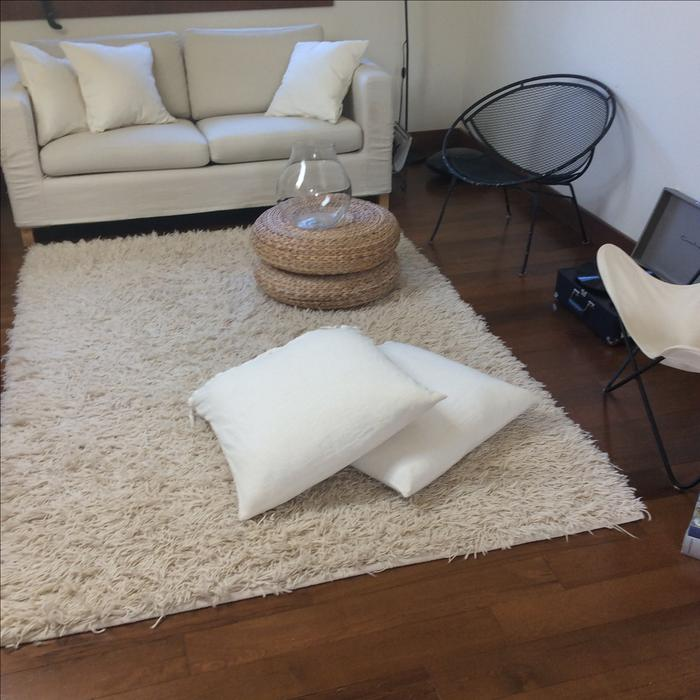 white ikea shag carpet central nanaimo nanaimo. Black Bedroom Furniture Sets. Home Design Ideas