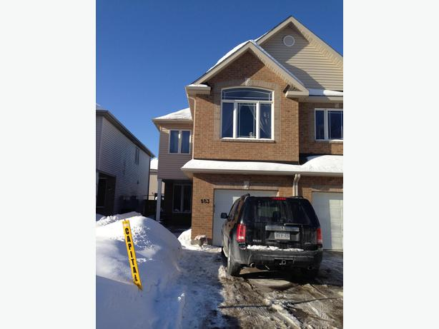 Beautiful executive 3 bdrm 4 bath home for rent june 1st 2015 stittsville stittsville gatineau Master bedroom for rent guelph