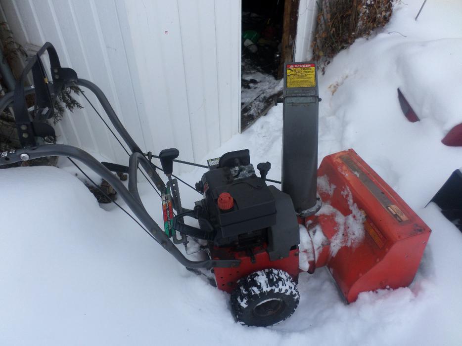 Noma Grand Prix Snow Blower 5hp 21 Inches Wide Central