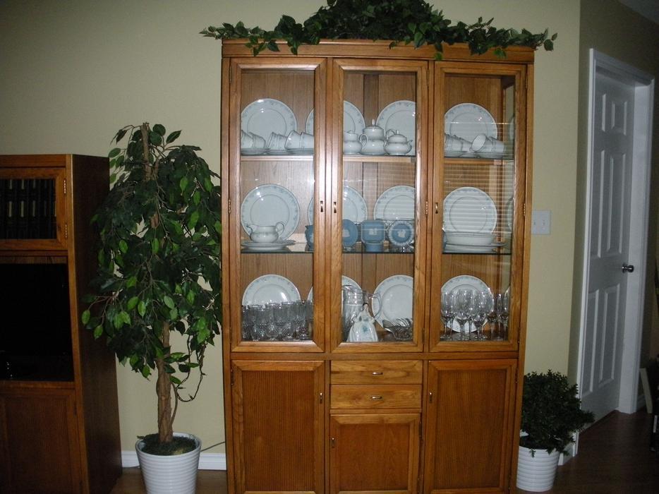Dining Rm Suite Skylar Peppler Oak China Cabinet Table 2 Leaves 6 Cha