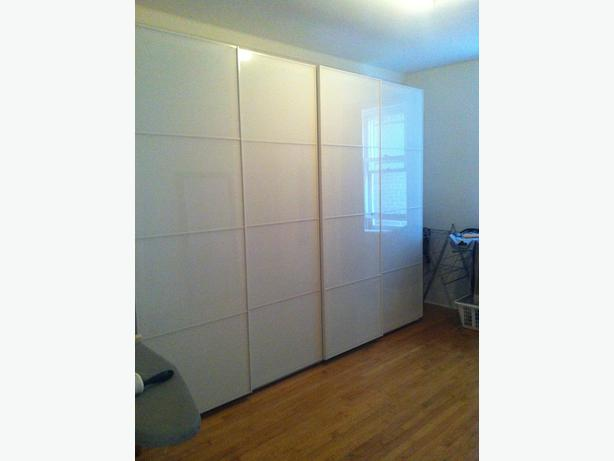 Reduced price pax ikea wardrobe farvik white glass for Ikea pax wardrobe instructions