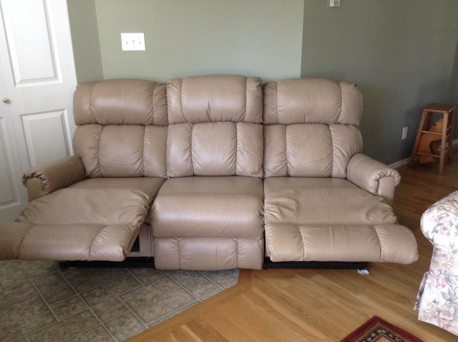 Lazy Boy Leather Couch Courtenay Comox Valley Mobile
