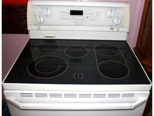 Whirlpool Gold Self Cleaning Electric Range With Accubake
