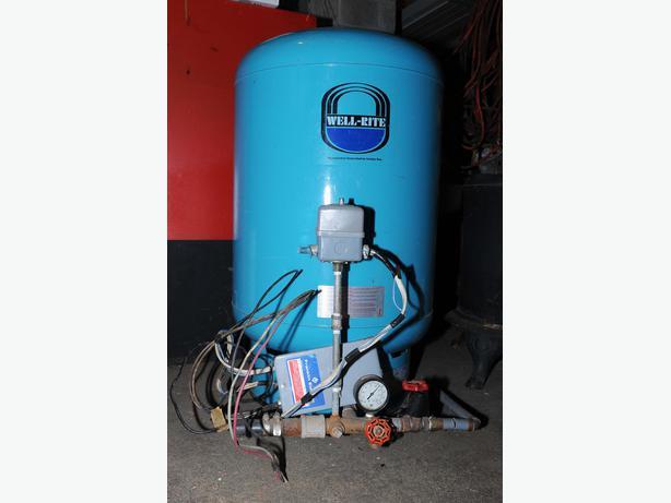 Well rite pressure tank gal steel with fittings