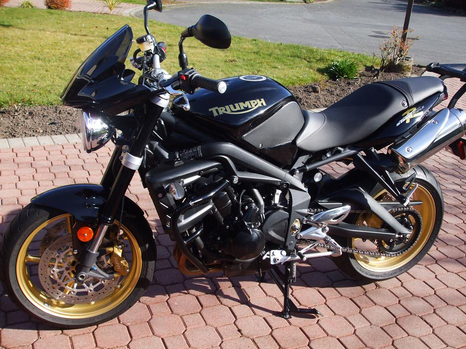 2010 triumph street triple r 675cc oak bay victoria. Black Bedroom Furniture Sets. Home Design Ideas