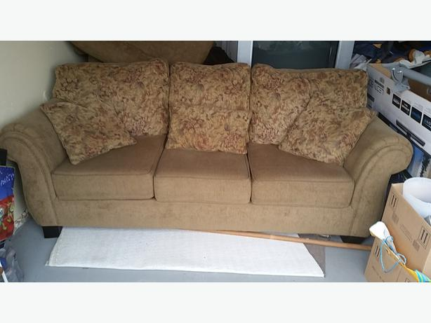 Clean Sofa With 2 Matching Loveseats Duncan Cowichan