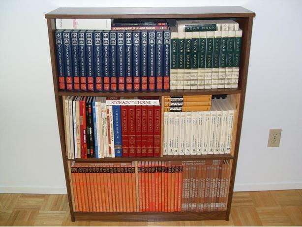 Books/Livres Encyclopédie Grolier et plusieurs autres