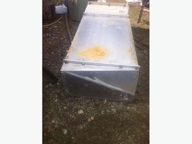 Aluminum tool box for tidy tank