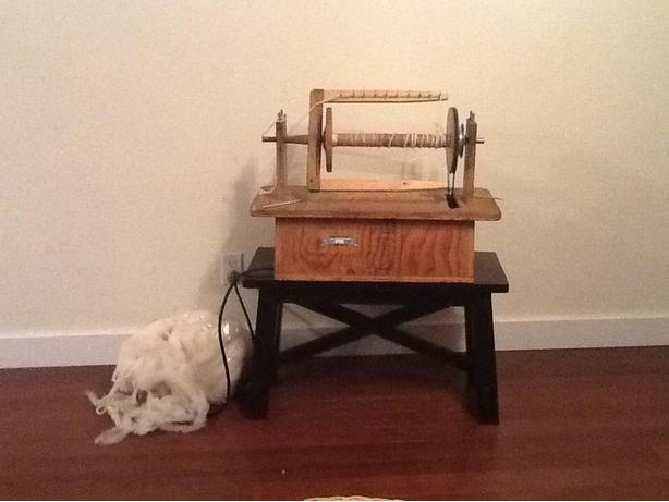 MOVING SALE. Electric spinning wheel