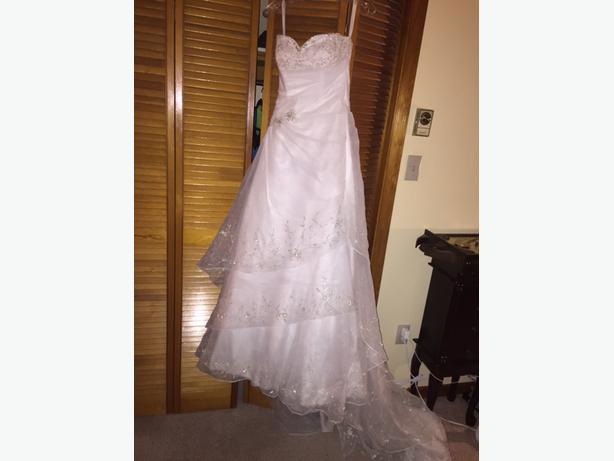 Designed wedding dress esquimalt view royal victoria for Used wedding dresses victoria bc