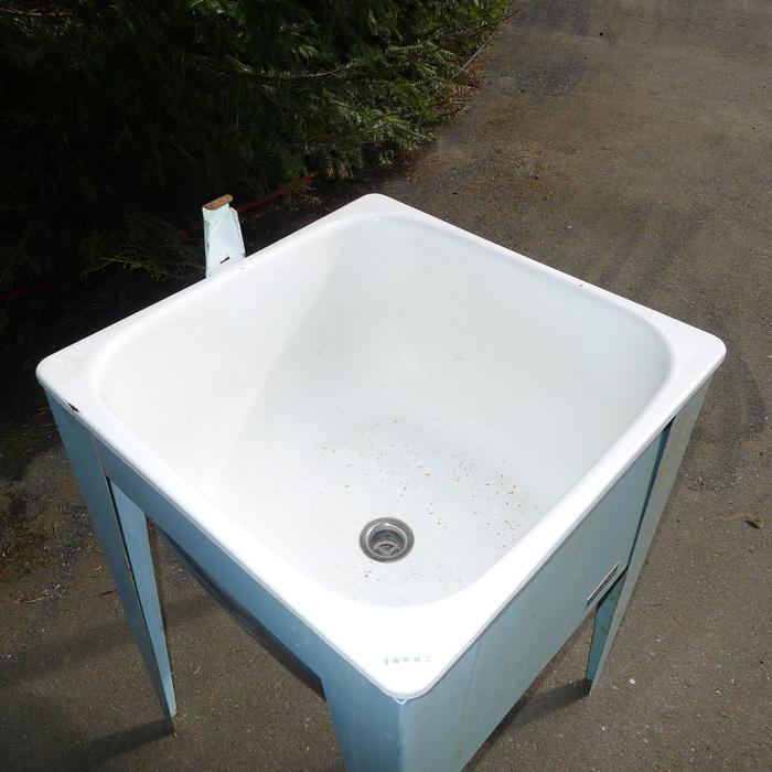 Crane Laundry Sink With Metal Stand Saanich Victoria Mobile