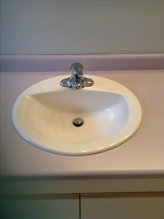 Free bathroom cabinets two sinks and mirror central for Bathroom cabinets nanaimo