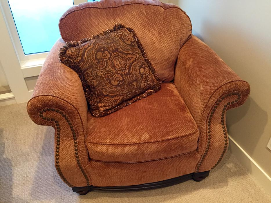 Ashley Furniture Love Seat Ottoman And Chair Outside