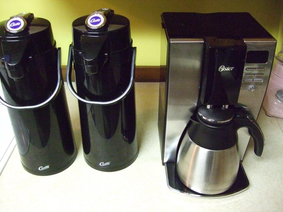 Oster Coffee Maker Guide : Oster 10 cup coffee maker with 2 air pots Duncan, Cowichan - MOBILE