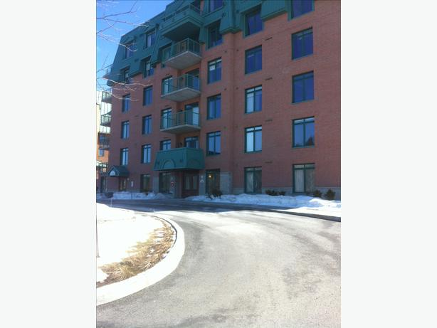 Brand New Modern 2 Bedroom Condo Mins To Champlain