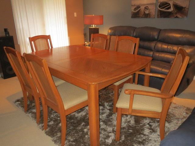 Reduced to 500 or best offer solid oak dining room for Dining room 107 offers