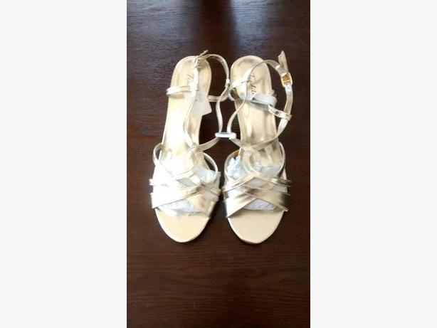 Brand New - Ladies Beautiful Gold-Tone Tradition Shoes - Size 9