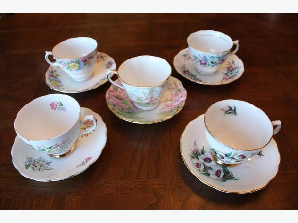 Vintage Tea Cups and Saucers, 4 Colclough and 1 Royal Albert